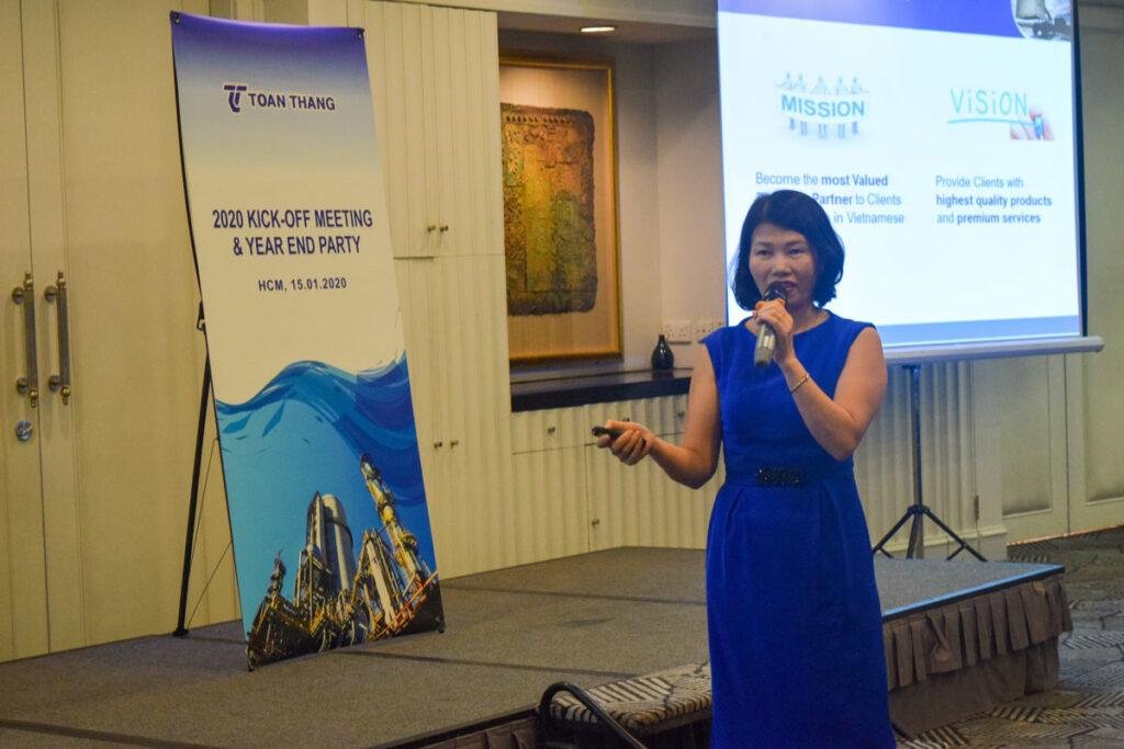 Bà Lê Thị Hương - Phó Tổng Giám Đốc cũng điểm lại những thành quả về mặt quản trị doanh nghiệp